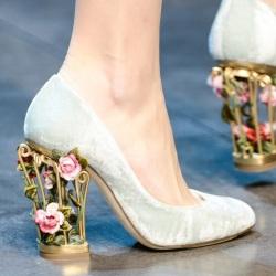 Драгоценные камни, кристаллы, стразы и бисер превратили свадебные туфли в ювелирные изделия